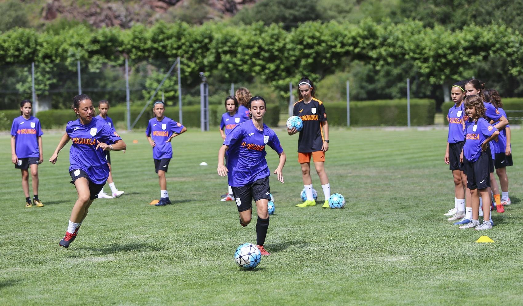 Rècord de llicències en el futbol femení català 1